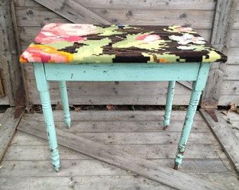 Turkish Garden - upholstered table