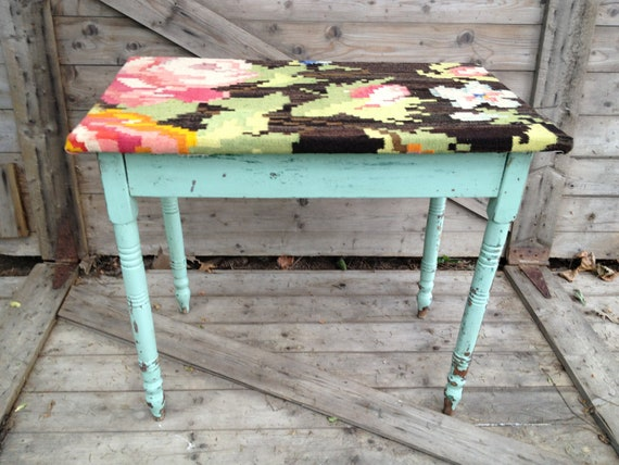 Turkish Garden - upholstered table