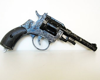 Vintage metal toy pistol, use for mixed media art, shadow boxes, assemblage...