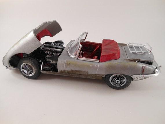 Jaguar XKE early 60s 1/24 scale model car in silver
