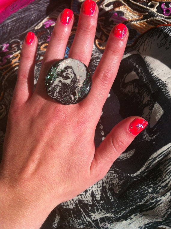 JANIS JOPLIN Glitter Resin Ring PEARL ooak Black & White Psychedelic upcycled eco friendly