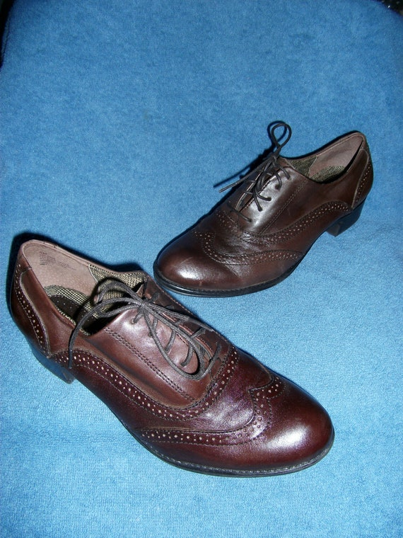 Vintage Leather Ladies Oxford w 1/2 Heel Tie laces Size 8 ONLY 8 USD