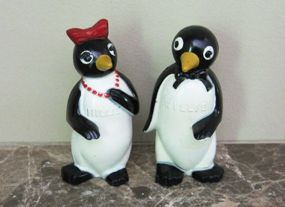 Vintage Penguin Salt and Pepper Shakers Willie and Millie Collectible Figurine Vintage Advertising Kool Cigarettes Christmas Decoration