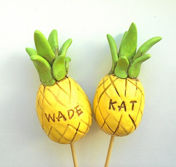 Customized Pineapple Wedding Cake Topper For Your Tropical