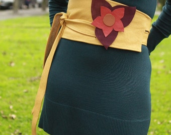 Wide leather obi belt / cincher rich mosterd leather that crosses at the back with a big flower to the front