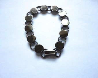20 Gunmetal Plated Disk and Loop Bracelets with Glueable Pads