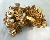 Early Vintage Robert Faux Pearl Rhinestone  Gold tone Clip On Earrings