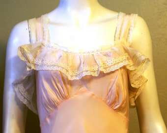 1940's Exquisite Mint Condition Artemis Soft Pink Nightgown Bust 38