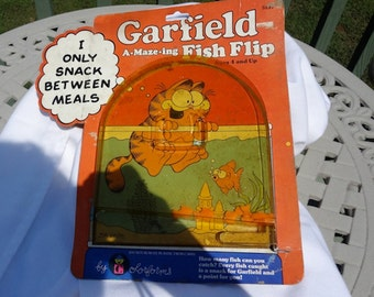Garfield the Cat, Vintage and Collectible Fish Flip Cardboard 'Pinball' Type Game from 1978 - REDUCED