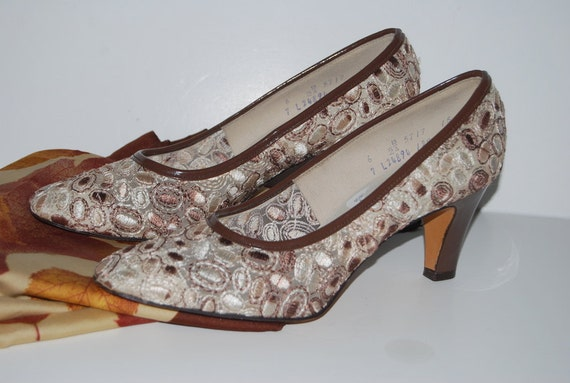 Vintage Women 70s shoes size 6.5 high heels pumps By Miss Wonderful  fab Fall fashion Ready to ship from Colorado