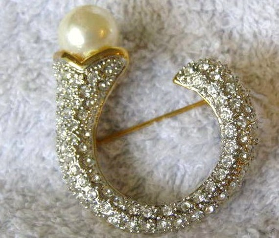 vintage pearl rhinestone brooch pin 1960 crecent or C shape regency deco
