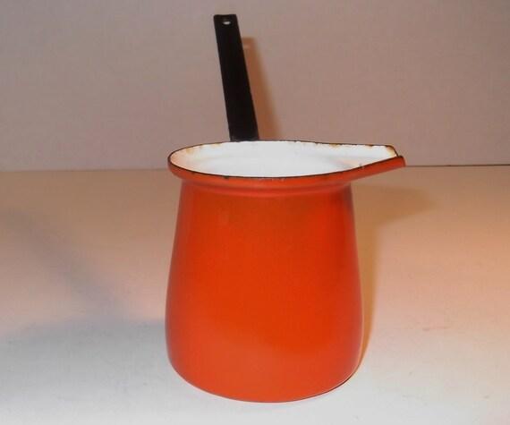 Vintage enamelware pot pour spout ladle long handle cottage chic
