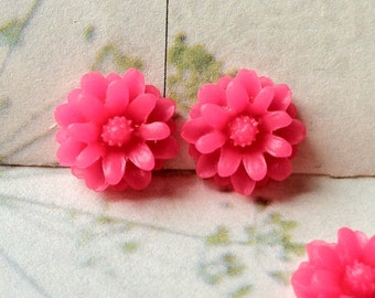 12 mm Hot Pink Little Daisy Chrysanthemum Resin Flower Cabochons (.tu)