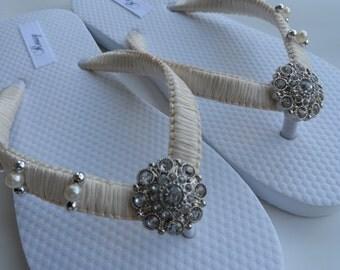 Ivory Bridal Flip Flops / Pearls Flip Flops / Macrame Beach Flip Flops / Wedding Flip Flops /  Rhinestone Flip Flops / Bridesmaids...