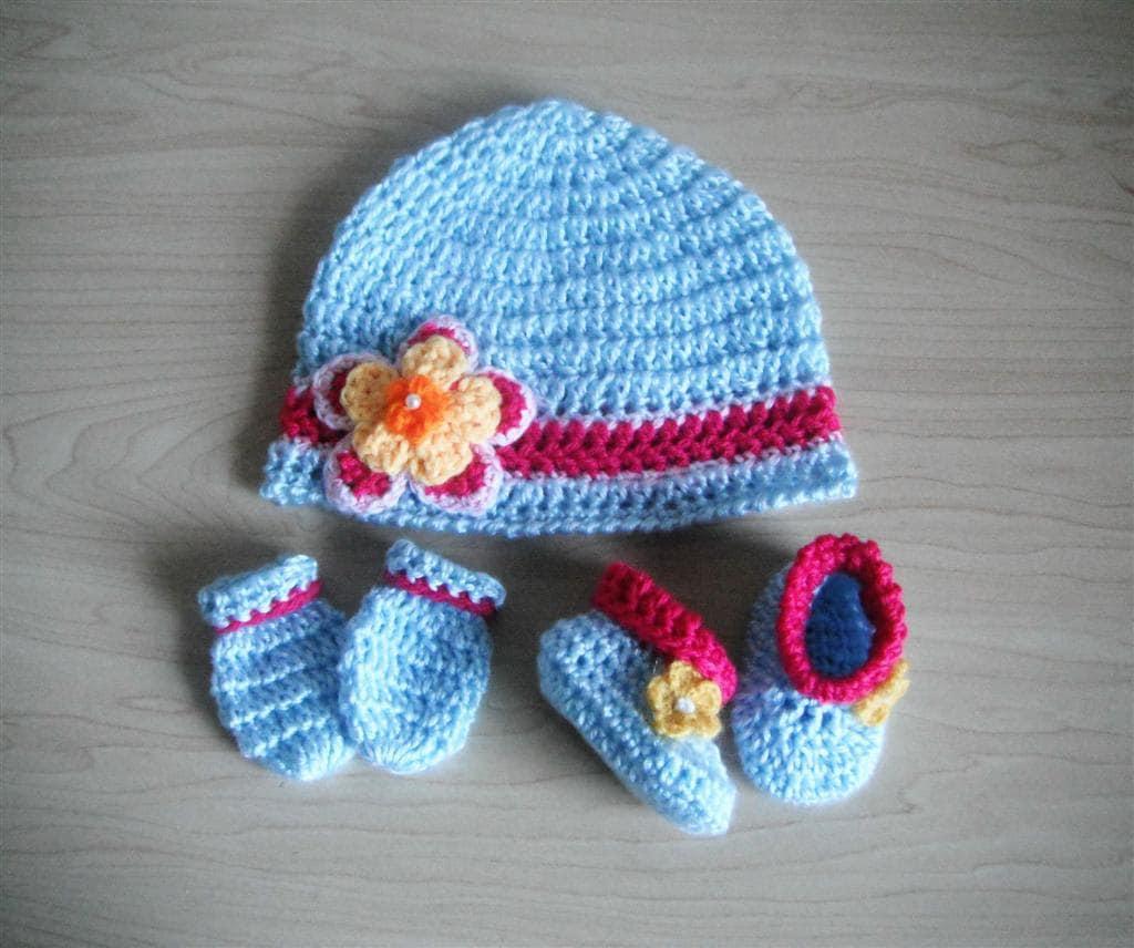 Crochet Pattern Baby Retro Cloche Hat Booties & Mittens