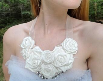 Brides Bib Necklace, White Roses Bohemian Wedding Necklace, Vintage Style Shabby Chic White Roses, Boho Bride, Garden Wedding, DIY Bride