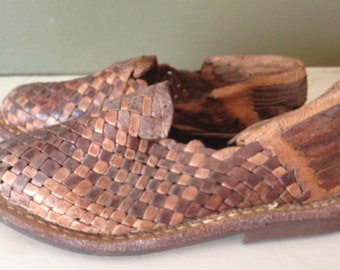 1970s Brown Leather Sandals / Huaraches Ethnic Woven / Kids 8 9