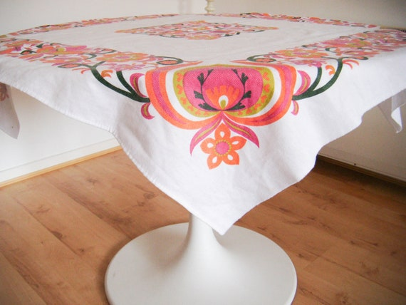 Vintage - 1960s Floral Pink Square Tablecloth