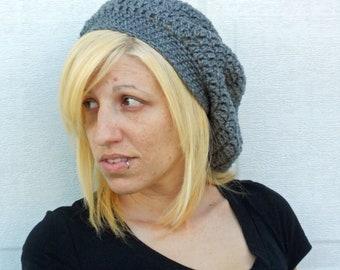 Flirty slouch crochet hat in grey