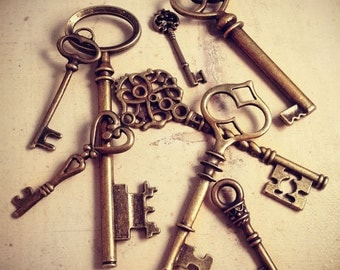 8 Pcs Skeleton Key Charms Antique BRONZE Key Charm Victorian Old Fashioned Key Charm Vintage Style Pendant Charm Jewelry Supplies (rd)