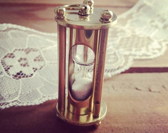 1 - Vintage Style Sand Timer Hour Glass hourglass Pendant Charm REALLY WORKS Nautical Shiny GOLD Brass Sandtimer (BA042)