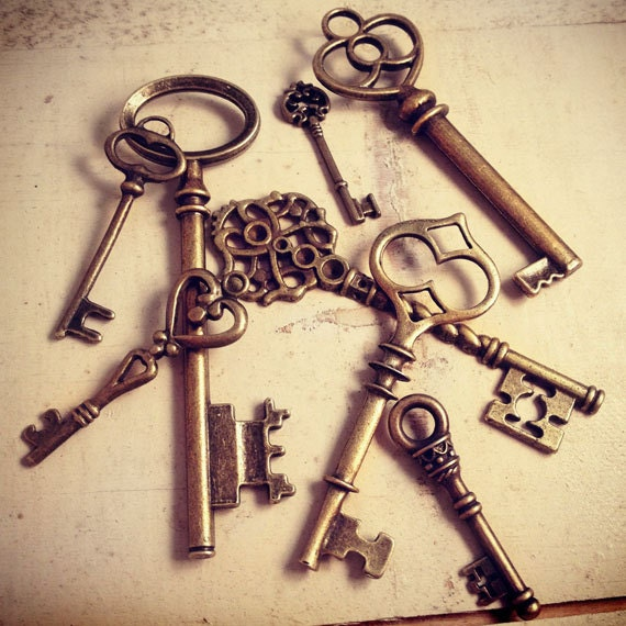 8 pcs skeleton key charms antique bronze key charm victorian for Vintage stuhle gunstig