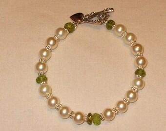 Pearl and peridot bracelet