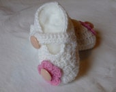 Baby booties,girl slippers,white ivory,blend wool,0-3 month,hand crocheted