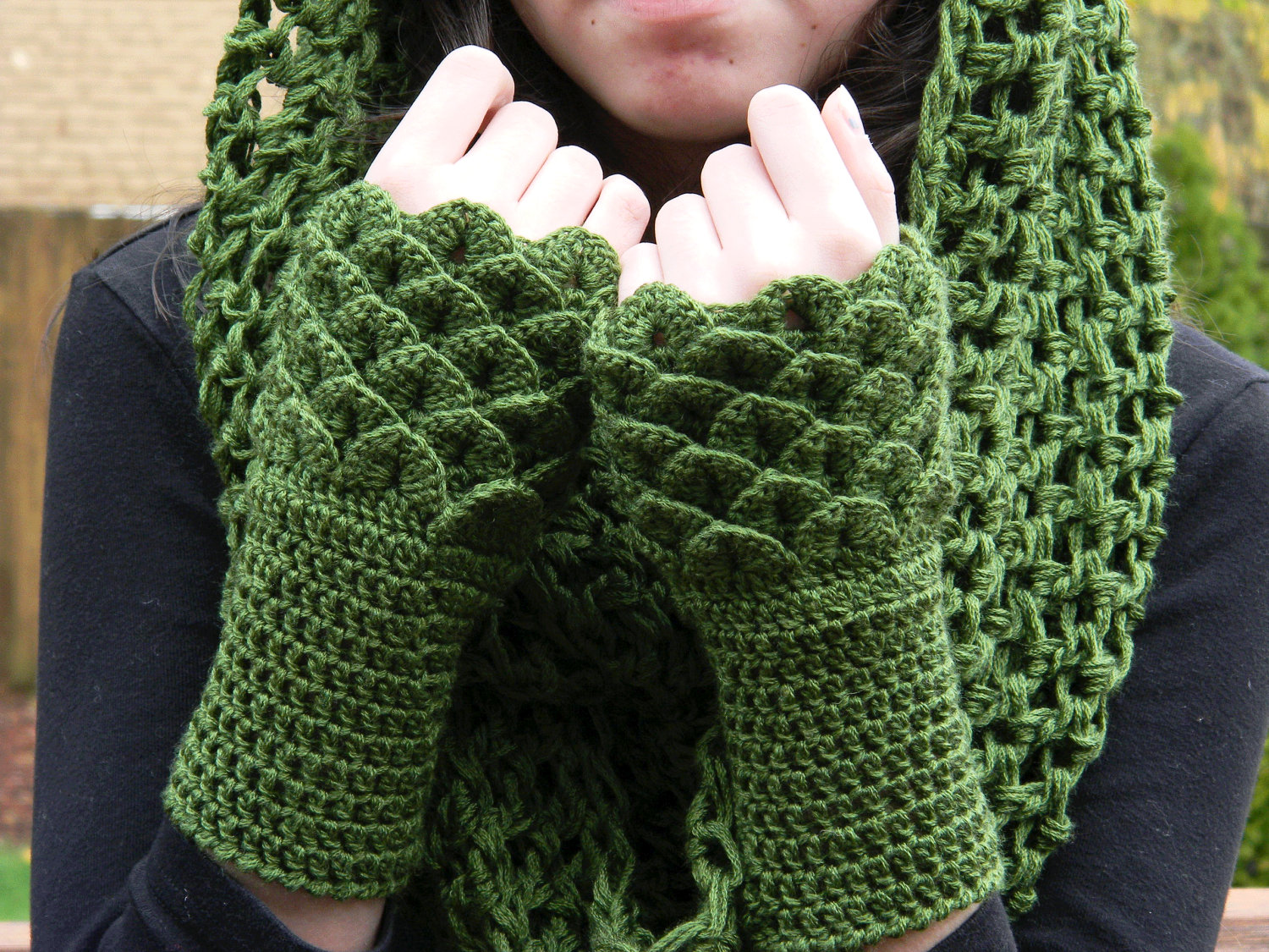 Crocodile Stitch Wrist Warmers Fingerless Gloves Dark Green