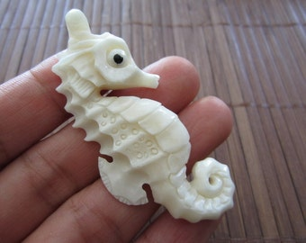 Deep relief  Hand Carve Sea Horse Carved buffalo Bone Pendant Bead,Drilled side to side,Bone component, Hand Carving S1322