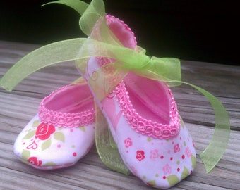 Mary Jane ballet slipper, Michael Miller strawberry tea party print with lime green ribbon ties, Ready Made, size small  FREE SHIPPING US