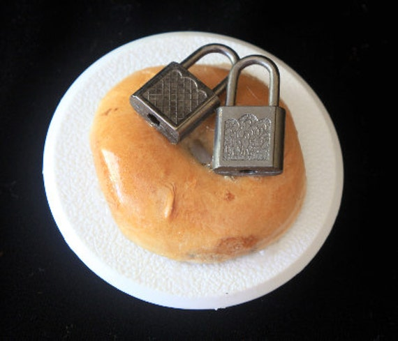 Bagel with Locks