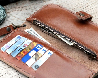 MBeige wallet with zip and wristlet strap