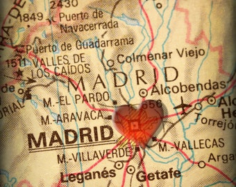 8x10 MAP of MADRID Spain with a Heart Shape with a Grunge Vintage Border - 8x10 Photograph