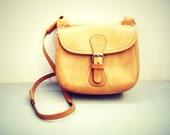 50 percent off / Ligth brown leather vintage shoulder handback / 1970s