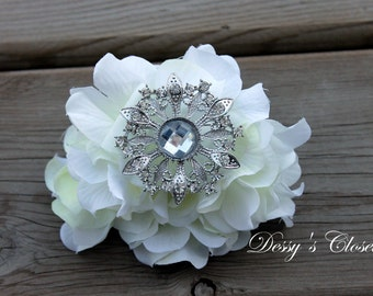 20% OFF Antique Inspired Clear Rhinestone Brooch