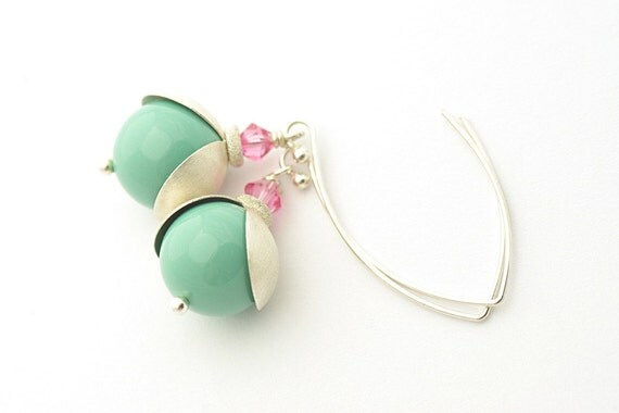 Pastel Green Earrings, Summer Color, Mint Summer, Pearl Earrings, Swarovski Crystals and Pearls, sterling silver 925