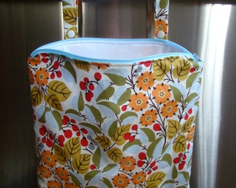 "Kitchen Bag 12"" X 15"", zippered with oven bar handles, mod floral print."