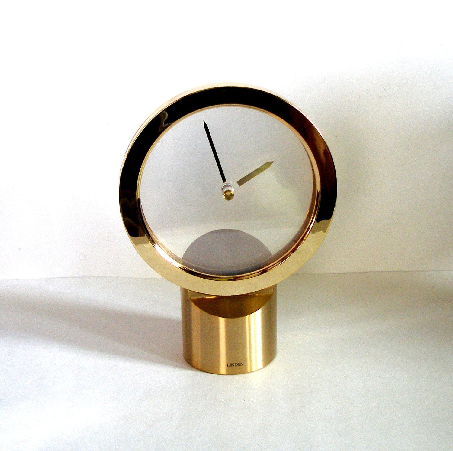 Vintage 1960 S Linden Mystery Clock With Floating Hands