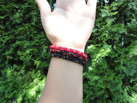 Set of 3 crocheted beaded bracelets in red, silver and plack - Nepal roll on bracelets