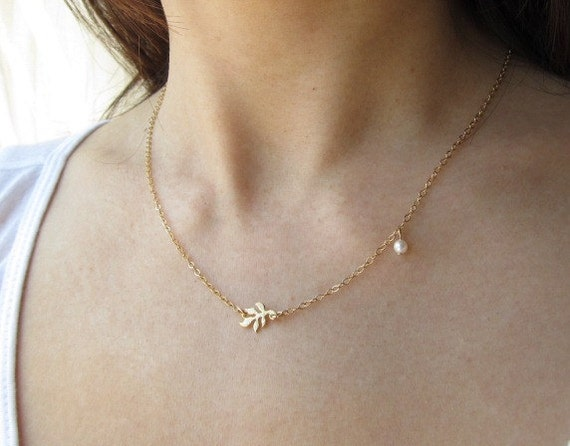 Small Leaf Necklace, gold fern necklace, fresh water pearl, dainty necklace, delicate everyday jewelry