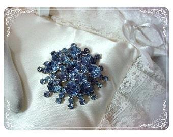 D & E Juliana Brooch Scrumptious Bright Baby Blue  439a-080608033