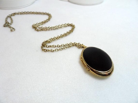 Gothic Black Oval Locket Pendant & Chain Necklace    1565a-052112000