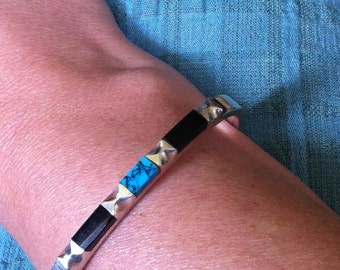 Sterling 925 Mexico Hallmarked Onyx and Turquoise Clasped Bangle : Heavy 33.1 Grams