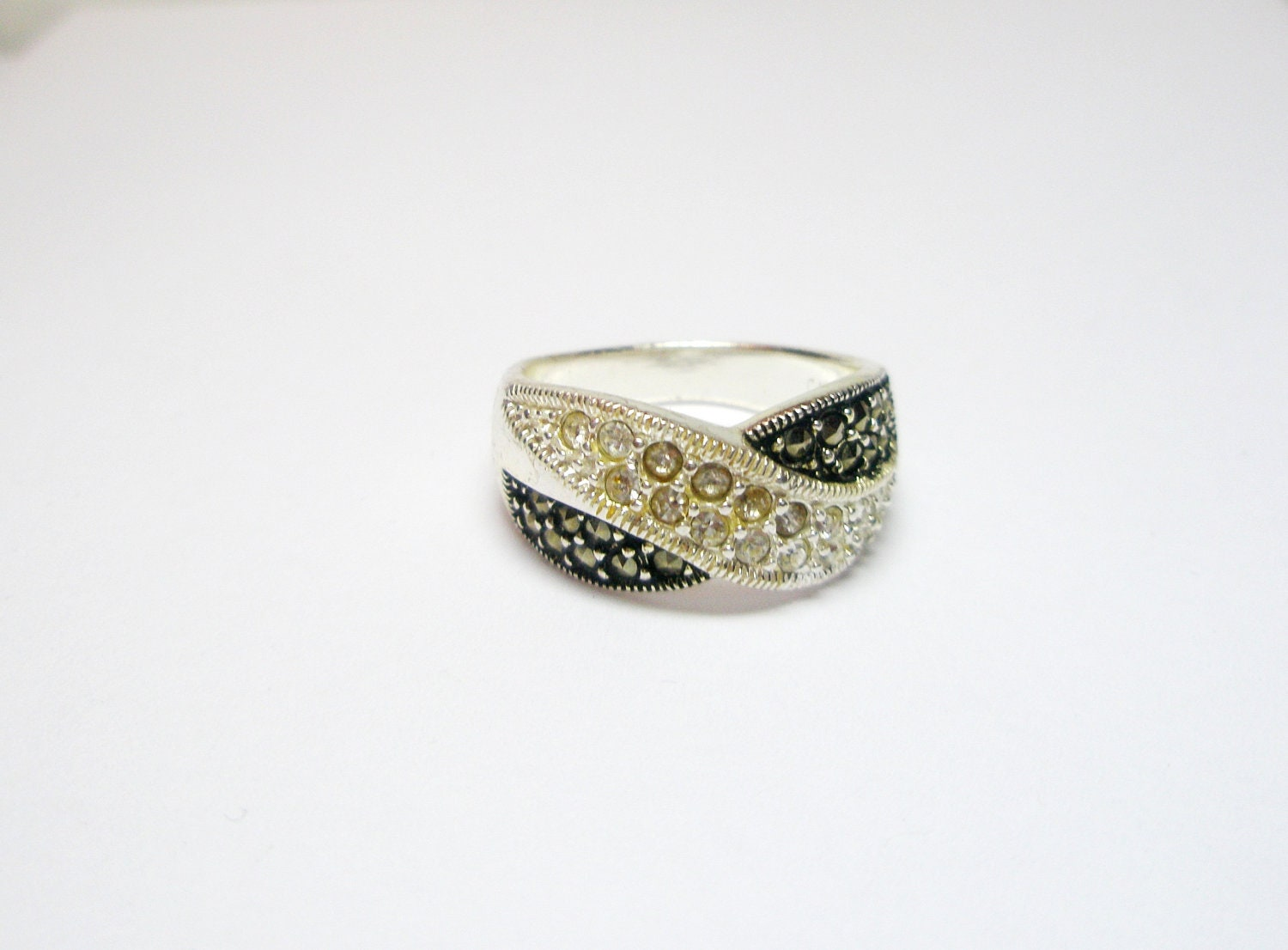 white and black vintage marcasite ring 925 sterling