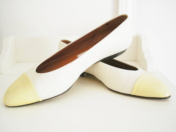 Vintage 70s Etienne Aigner flats/ mellow yellow toe & cream/ off-white leather two tone designer shoes/ Size 6.5 M