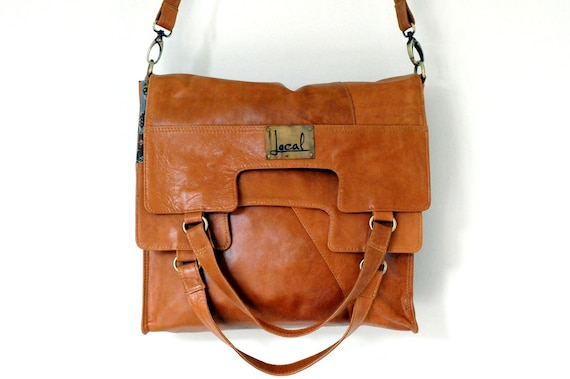 MI-VIDA. Fold over leather bag / cross body bag. Available in different leather colors.