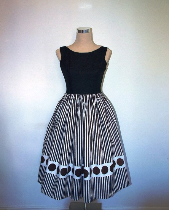 1950s dress. VINTAGE. Jeanne D'Arc original. Black and white cotton. Excellent condition.