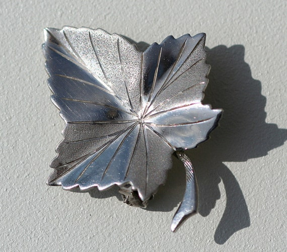 Stunning Solid Silver Maple Leaf Brooch Vintage and Good Condition