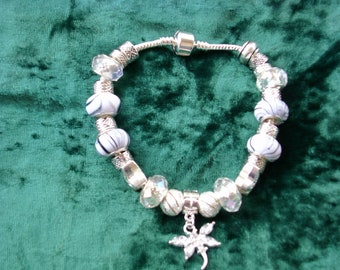 Shimmering white, gray and silver Euro style bracelet